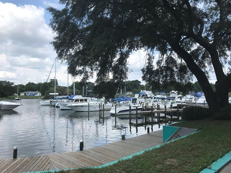 Enjoy Coffee On The Docks In The Morning...Cocktails On The Docks In The Evening, holiday rental in Ensley