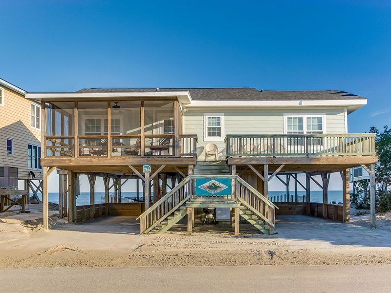 Sunset Lodge South End of Pawleys Island Creek Dock Great Views from Porches, aluguéis de temporada em Litchfield Beach