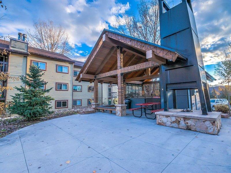 Cozy condo in Steamboat Springs.  Close to slopes!, aluguéis de temporada em Steamboat Springs