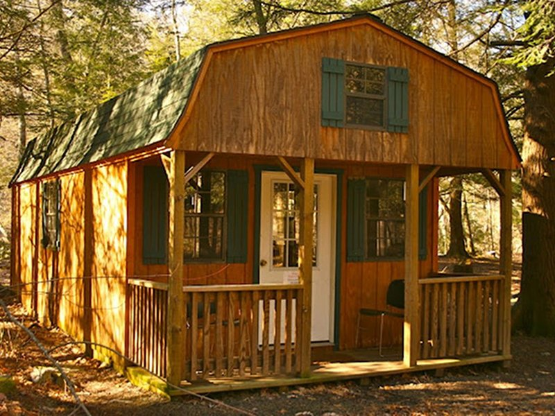 Private, Rustic Cabin Situated Near Hiking, Abrams Falls and Beautiful Scenery, holiday rental in Mount Storm