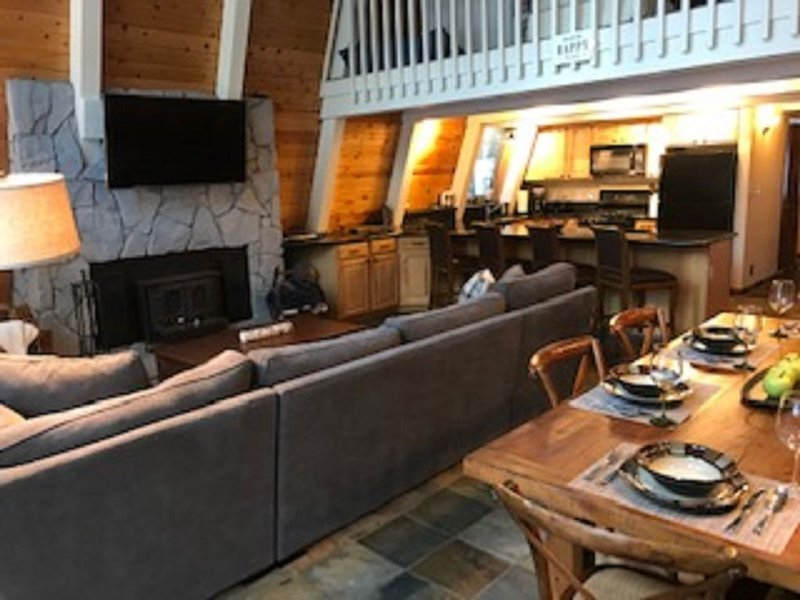 The Perfect Family Vacation Home w/ Hot Tub!, holiday rental in Truckee