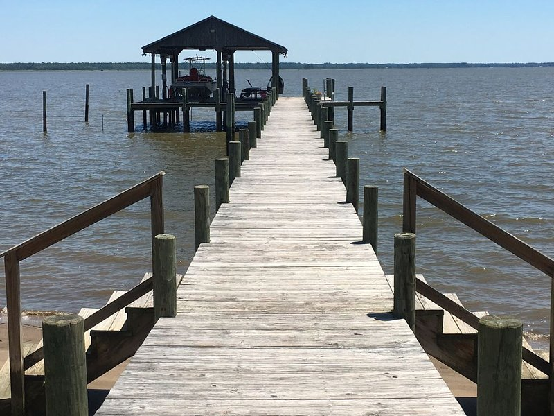 Guest Beach House on the York River, holiday rental in West Point