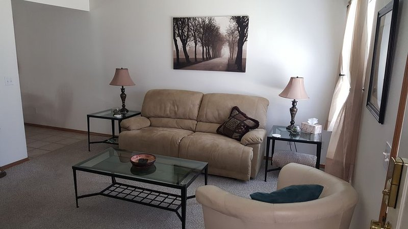 Overnight With Us - 3500 #4 - 2 BDRM, 1.5 BA, 2 Car Garage, vacation rental in Moxee