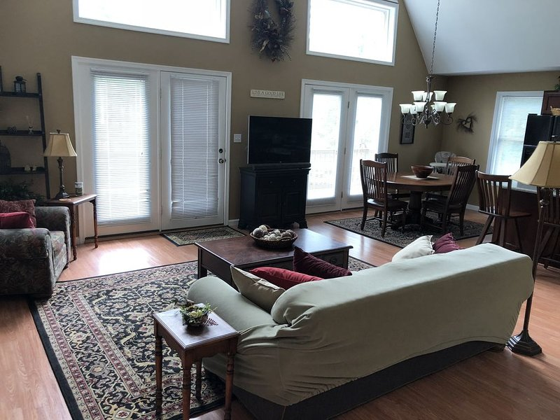 3 Bedroom Mountain House Near Lake, vacation rental in Luzerne County