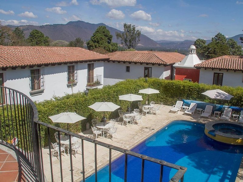 Antigua Colonial Home Surrounded by Volcanos, holiday rental in Sacatepequez Department