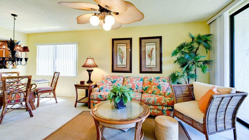Shorewalk1st Floor End Unit Lakefront, Pools,Spas, Beach 5 mi, IMG  2 mi, holiday rental in Bradenton