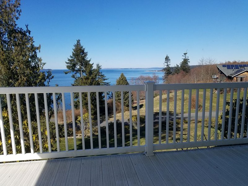 Mountain and Sound view, kid/dog/game-friendly, holiday rental in Freeland