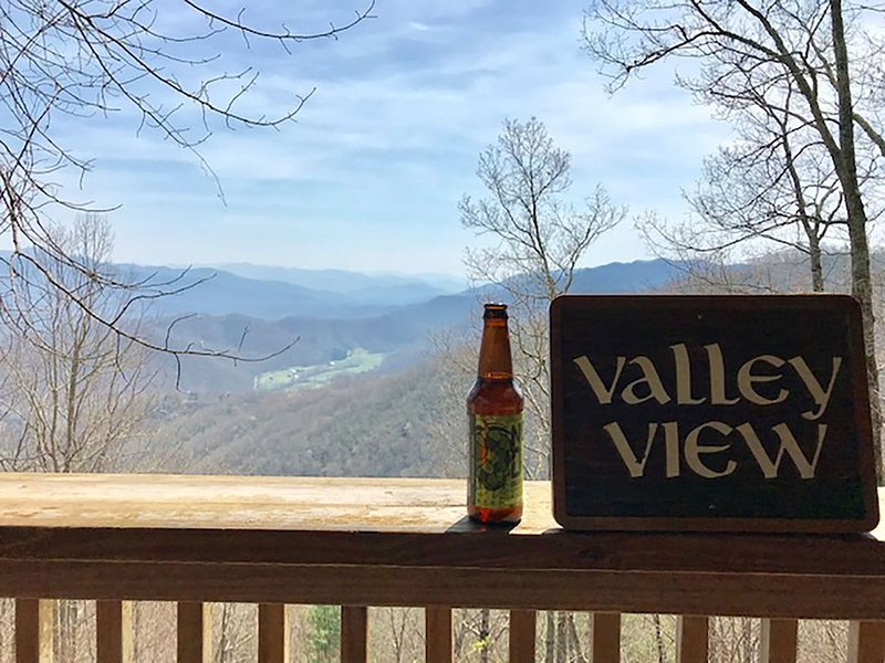 Amazing View with access to all the adventures of Western North Carolina, holiday rental in Whittier