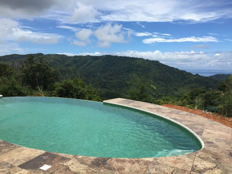 Beautiful home with impressive mountain and pocket ocean view., holiday rental in Platanillo