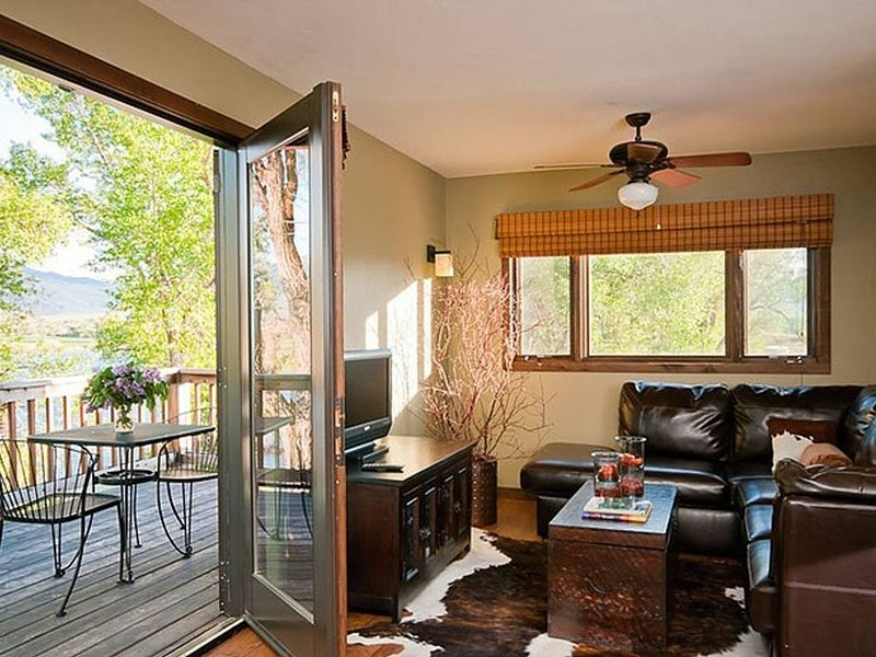 A Beautiful Montana Suite on Yellowstone River, alquiler de vacaciones en Emigrant