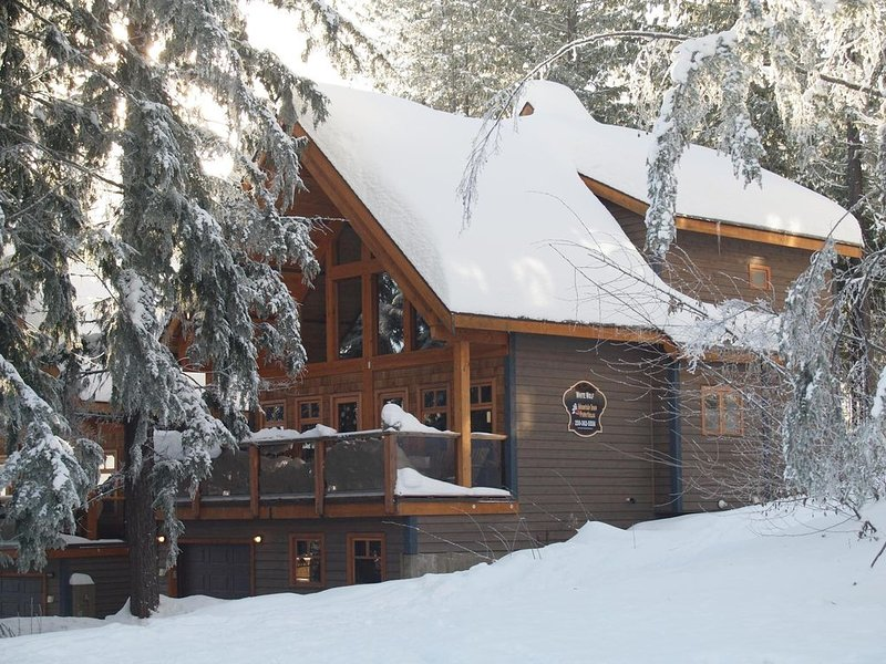 White Wolf #1 Is truly slopeside!, vacation rental in Castlegar