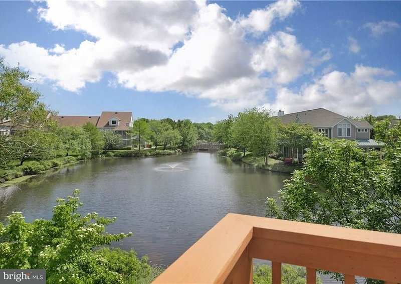 Gorgeous Townhouse with Beautiful Great Pine Lake Waterviews. Sleeps 8., holiday rental in Bethany Beach