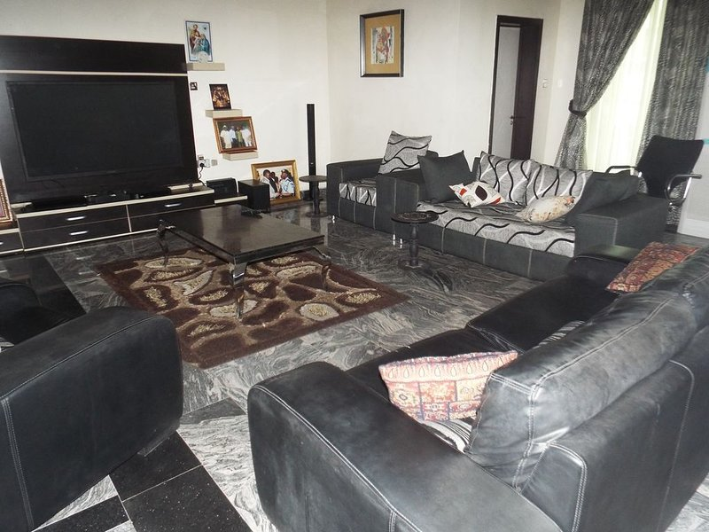 Super Luxury 3-Bedroom Duplex, holiday rental in Ikeja