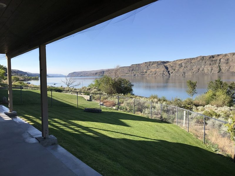 Gorge Waterfront Home 2 bed 1 bath , large family room with beautiful view, casa vacanza a George