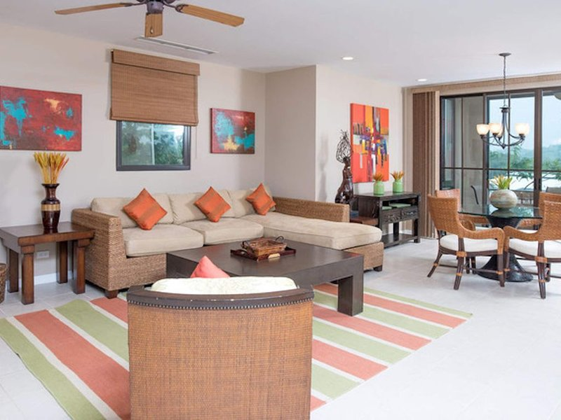 *New listing* Stunning Oceanview 3 Bedroom End Unit at Pacifico - sleeps 6, casa vacanza a Coco