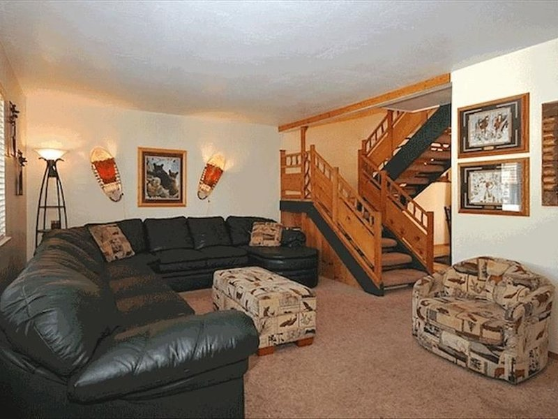 Gorgeous Tahoe Condo/Pools/Hot Tub/Tennis/ 1/2 Mile to Beach!, alquiler de vacaciones en Tahoe City
