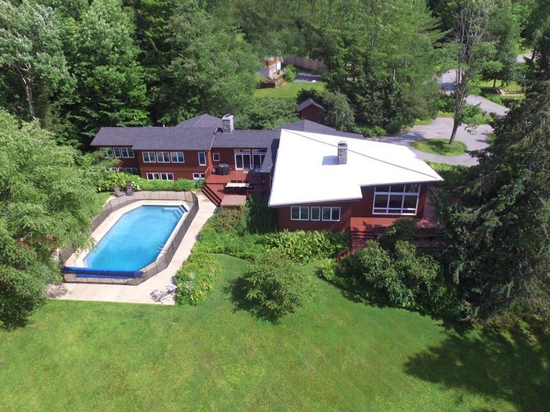 Spacious Mt Mansfield View Home with Gym & Hot Tub - Perfect for Family Holidays, alquiler de vacaciones en Stowe