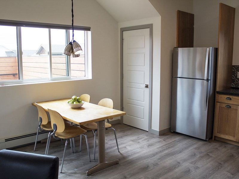 Gorgeous, modern Apartment in the coveted Valley West neighborhood!, holiday rental in Four Corners