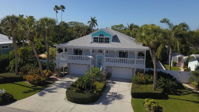 Oversized 3 Bedroom Home Pool, Spa and Elevator, vacation rental in Holmes Beach