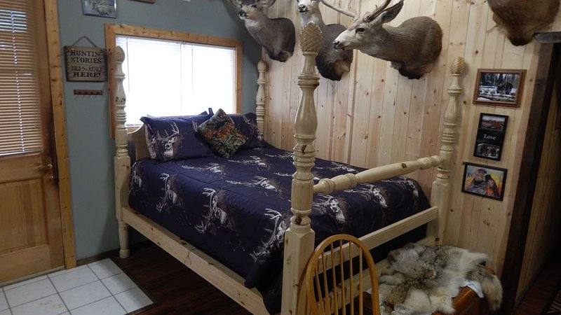 Cabin rental, Crawford's best lodging choice and value. Fully stocked, kitchen, holiday rental in Paonia
