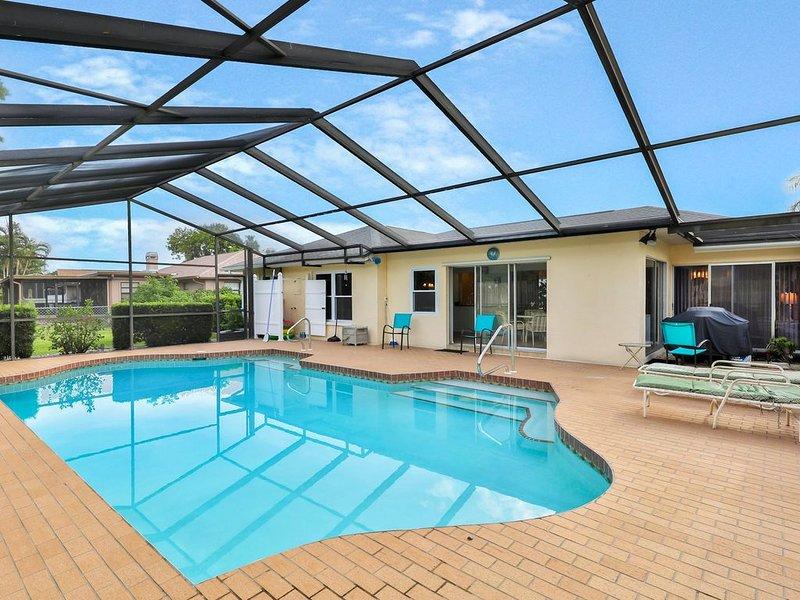 Spacious house w/ a private pool - close to shopping, dining, & beaches!, alquiler de vacaciones en Palma Sola