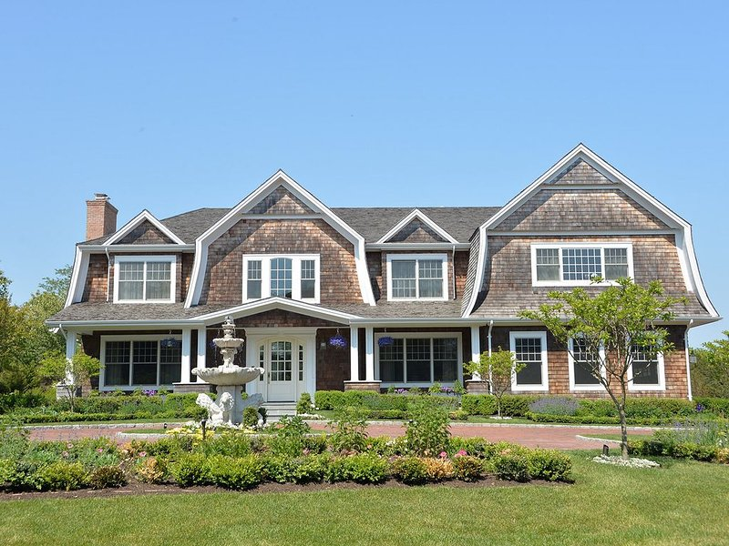 Mansion in the Hamptons with Pool and Tennis, vacation rental in Water Mill