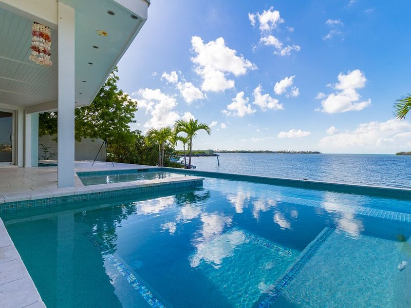 Beautiful Ground Level Home with Open Gulf Views!, casa vacanza a Grassy Key