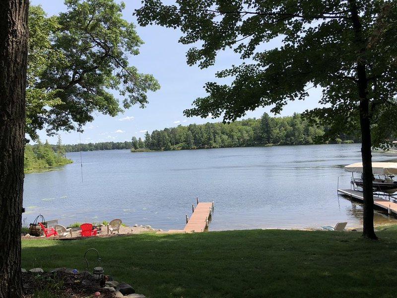 Cozy Cabin on Rush Lake (Whitefish Chain) with PRIVATE Boat Launching!, holiday rental in Pine River