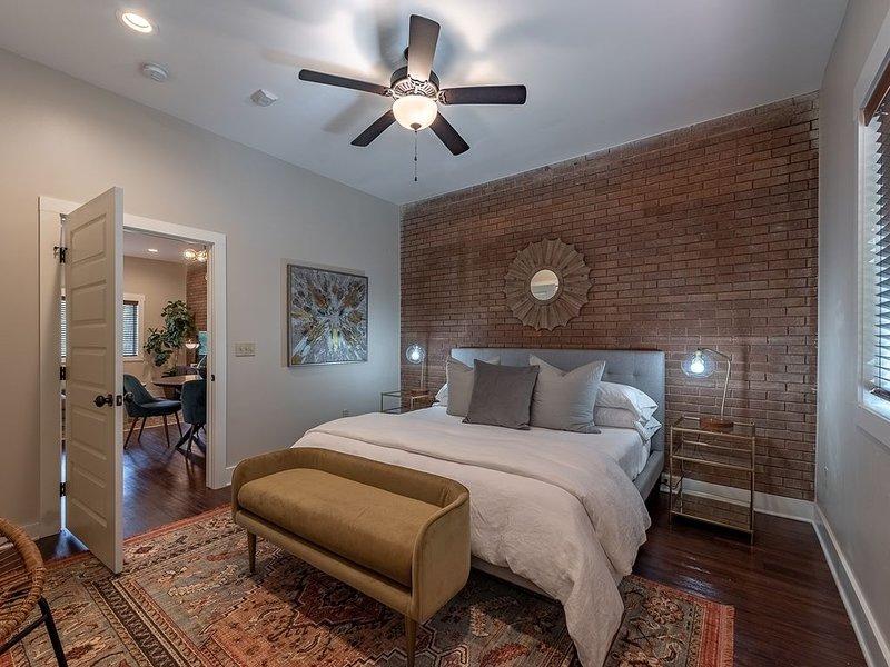 The Broadmoor - A Designer Condo in Bryan Texas, location de vacances à Bryan