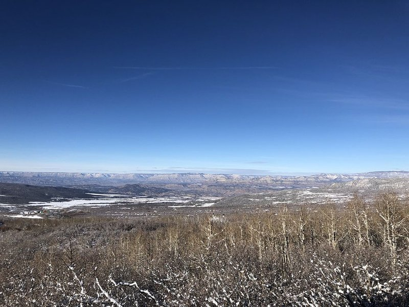 Staggering view from cozy cabin near Powderhorn Ski resort and the Grand Mesa!, alquiler vacacional en Cedaredge