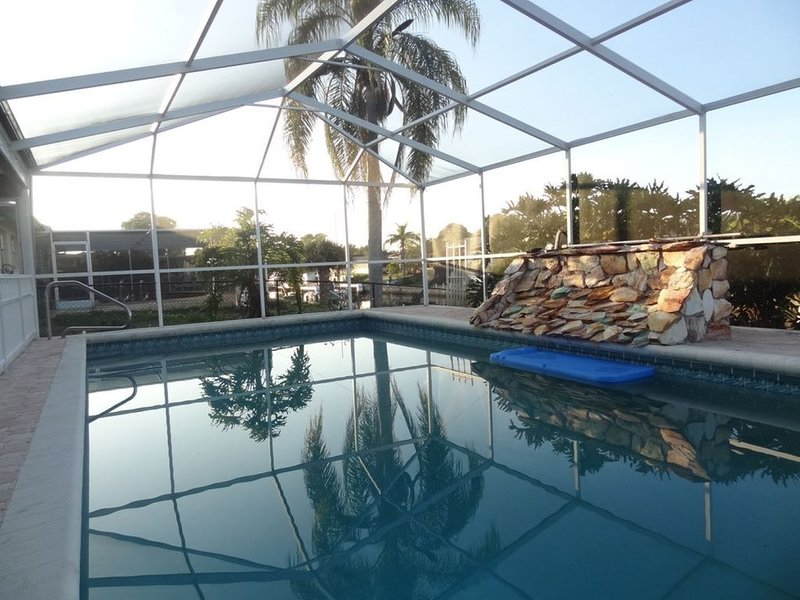 New Listing! The Villa Dolphins: 5 mins to Manasota Beach! Private Pool! Dock!, casa vacanza a Englewood