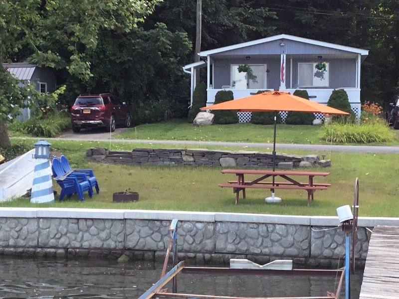 Blue Oars Cottage on Seneca Lake, holiday rental in Dundee