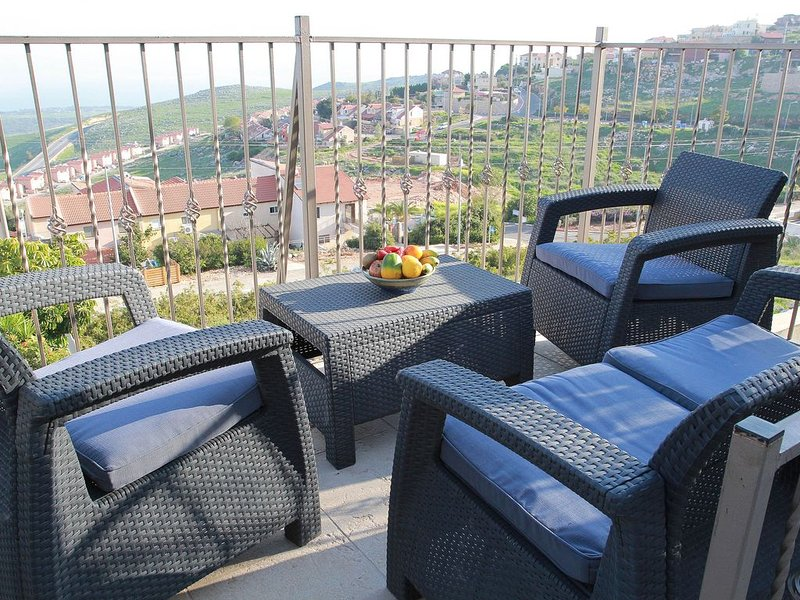 VILLA apt; PANORAMA VIEW - SEA OF GALILEE; 30 min to all attractions; for family, holiday rental in Safed