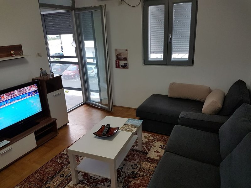 One-bedroom apartment in modern part of Podgorica, alquiler vacacional en Podgorica
