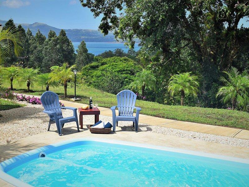 HGHLY RECOMMENDED - Villa in LakeGardens & EcoTours, Fantastic Breakfast, alquiler de vacaciones en Nuevo Arenal