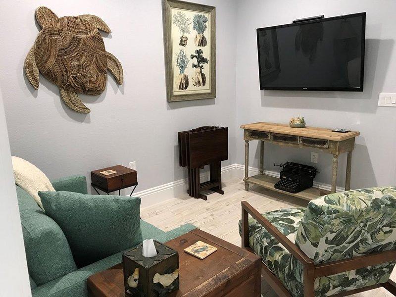 Truman's Suite - Upstairs 1/1 Elegance in Downtown Safety Harbor, FL., alquiler de vacaciones en Feather Sound