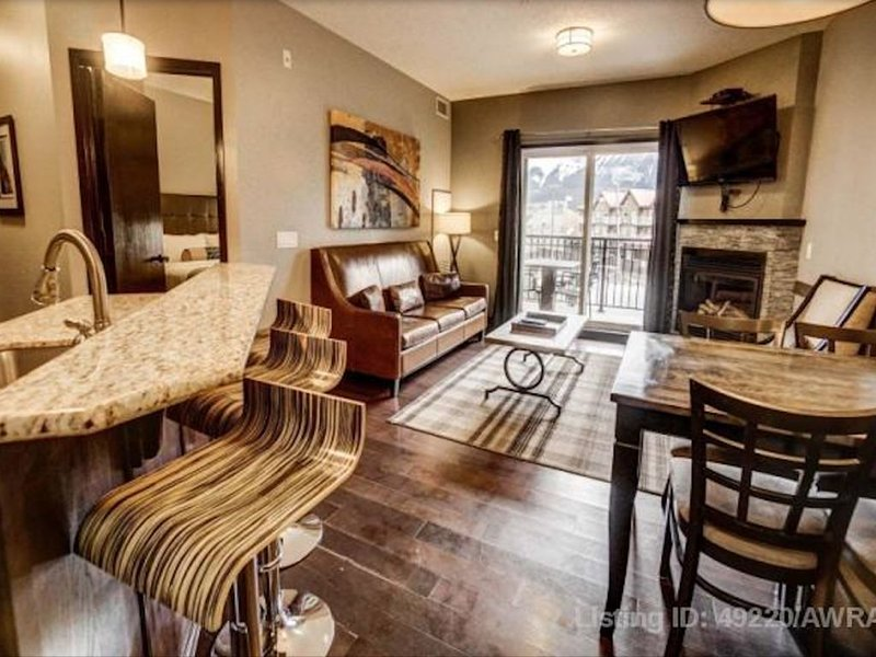 Awesome Mountain View From This Resort Condo, location de vacances à Canmore