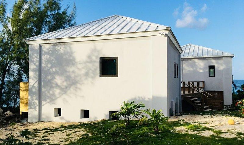 On the Caribbean:  Manolin by the Sea, Rainbow Bay, Eleuthera - Sleeps 6, location de vacances à Rainbow Bay