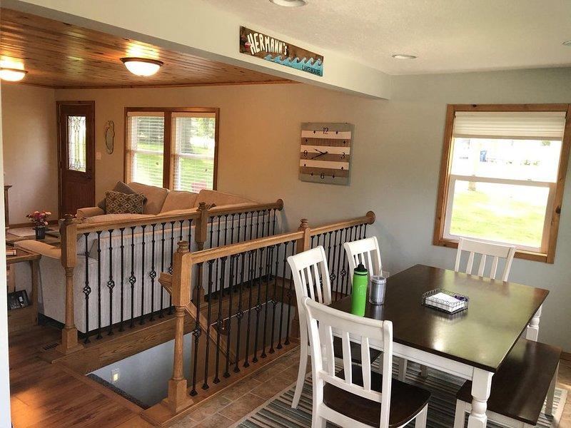 Cute 3-bed Lake-View Home, holiday rental in Spirit Lake