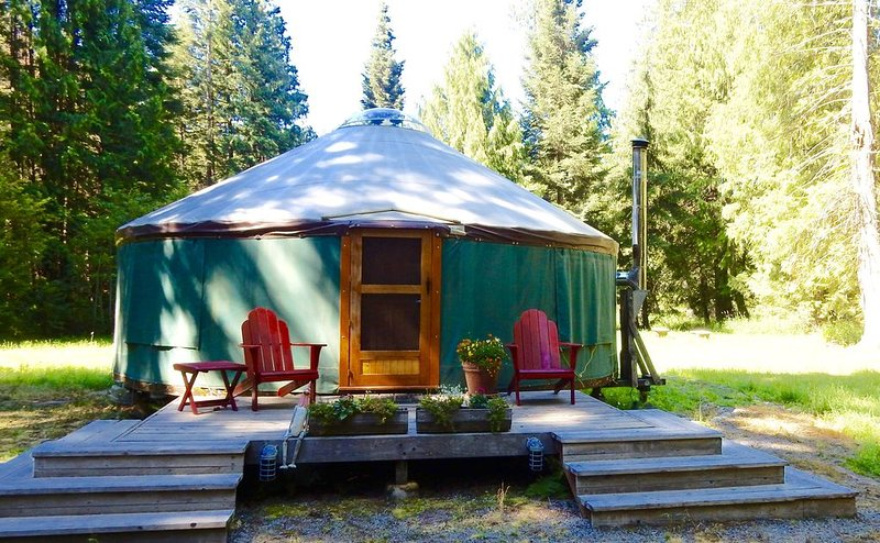 Glamp in our beautiful North Idaho Yurt, holiday rental in Hope