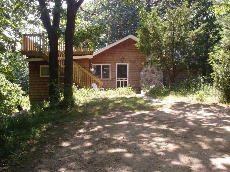 Secluded dunes home w/private Lake Mich beach + 150  acres of forest + Dogs OK, alquiler de vacaciones en Watervliet
