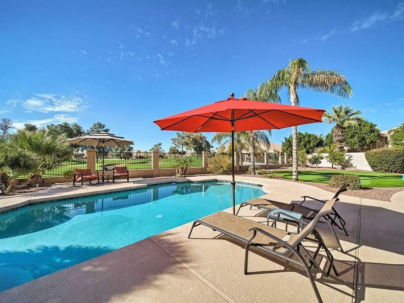 Newly Renovated Home on Fairway with Pool & Putting Green.  Trendy Area., alquiler de vacaciones en Chandler