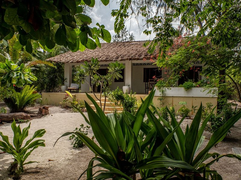 Exotic garden by the ocean, vacation rental in Paje