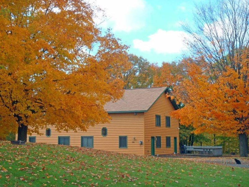 Beautiful Town Home style Cabin Rental on theThanes river near Lake Mille Lacs, holiday rental in Vineland