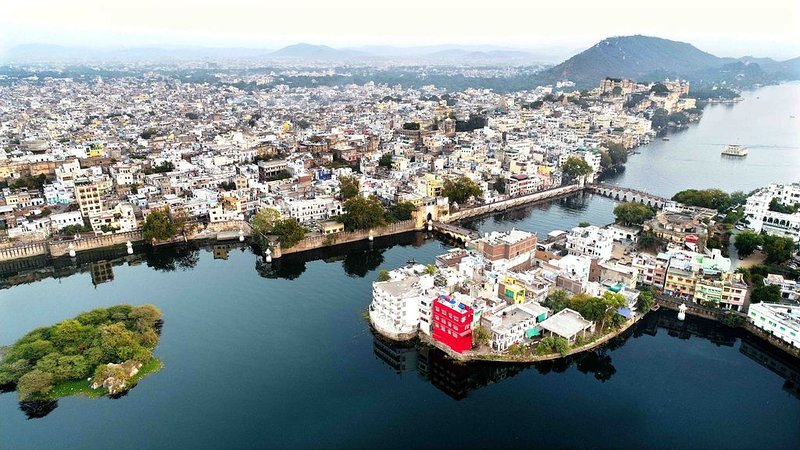 oolala-your lake house in the center of Udaipur(Green Room), casa vacanza a Sukher