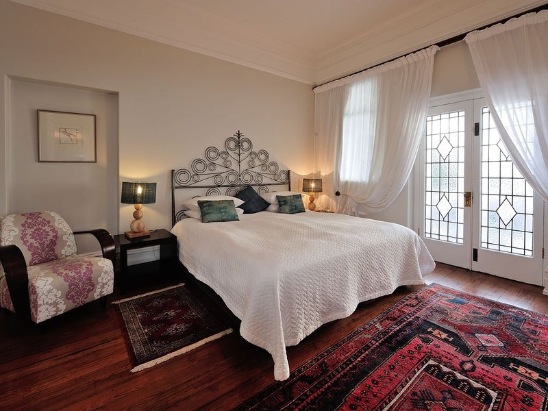 Large Cape Town Apartments in Historic Manor house centrally located, location de vacances à Sea Point