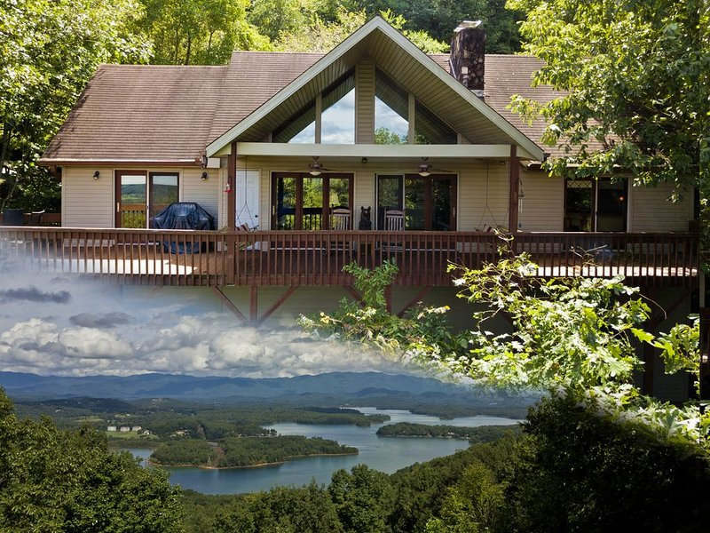 Chateau Chatuge Beautiful 3/3 cabin w/Mtn Views, Game Room, hot tub Hiawassee, aluguéis de temporada em Warne