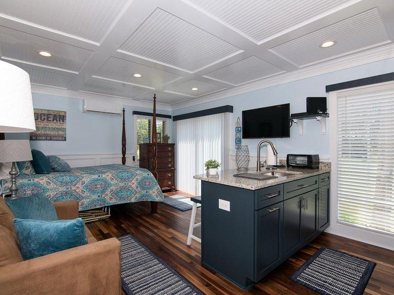 Sea-Esta - Updated Efficiency Condo; Central Location; Golf Course Views, aluguéis de temporada em Edisto Beach