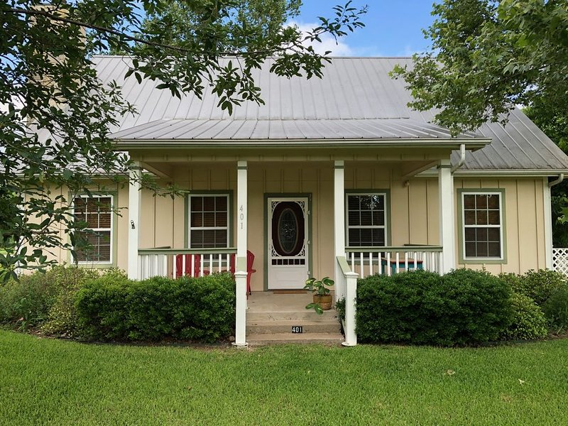 The Johnstone House - in the heart of Johnson City, Texas!, holiday rental in Hye