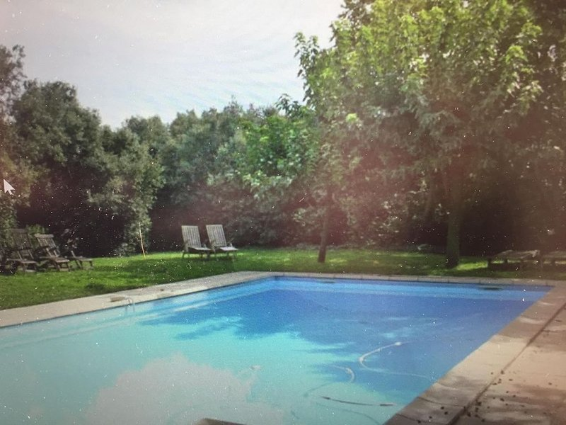 Beautiful  countryhouse in rural surroundings with pool and pool house., vacation rental in Grignan
